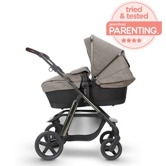 /media/4011/franki-hobson-silver-cross-expert-pram-review-sqrt.jpg